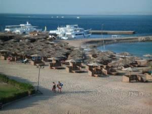 Пляж в мае в Хургаде