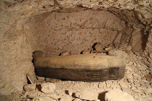 valley_of_the_kings_egypt_chantress_coffin1