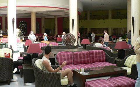 В помещении отеля  Хилтон Лонг Бич