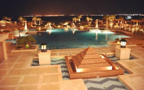 Отель Crown Plaza Oasis